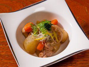 若鶏と根野菜の黒酢煮