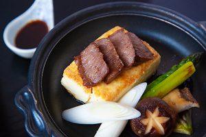 ふわふわ豆腐と倉石牛の鉄板焼